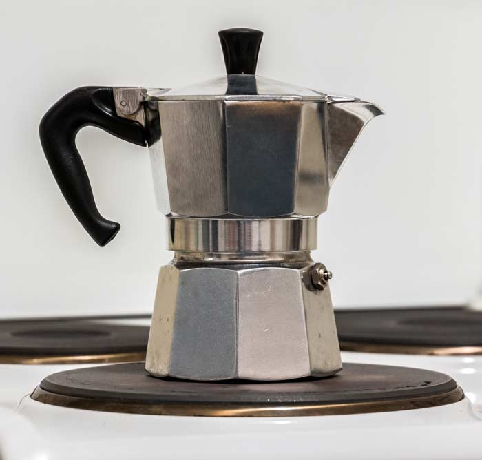 espresso im klassischen espressokocher zubereiten. Black Bedroom Furniture Sets. Home Design Ideas